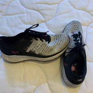 New Balance women fresh foam 1080 shoes 10.5